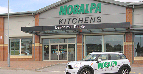 The mobalpa franchise the french kitchen maker opens in for Showroom mobalpa thones